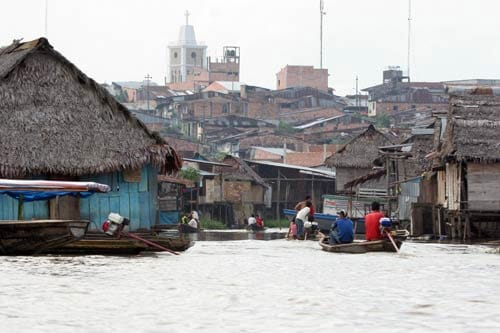 floating houses peru