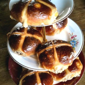 Bun Fight! The Perfect Hot Cross Bun