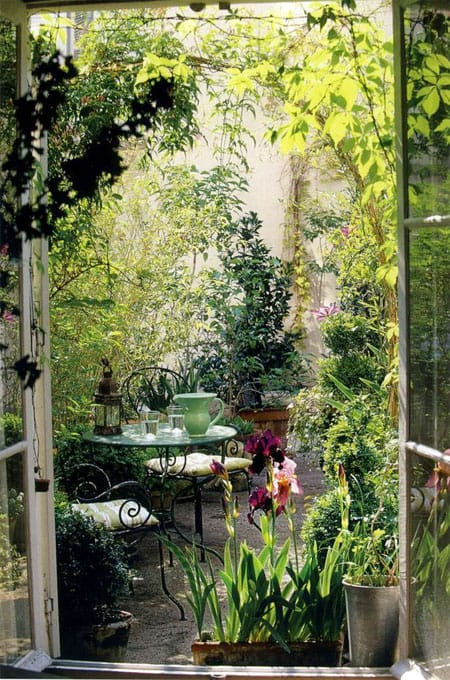 Image source: Pinterest Frame views, bringing planting right up to the house can enhance the feeling of intimacy.